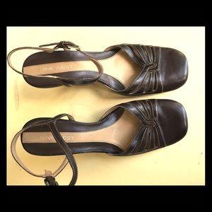 Vintage Brown Nine West heels - 1990's.